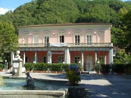 Bagni di lucca vacanze lucca turismo - Terme libere bagni di lucca ...