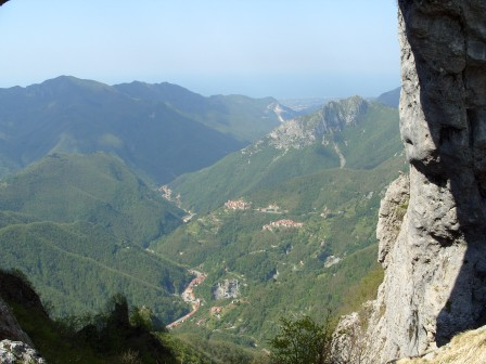 "The Versilia seen by the ""Hole"" of the Perforated mountain"